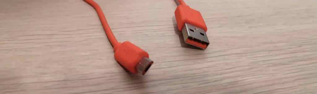Ci-dessus: Un câble d'alimentation USB vers micro USB.